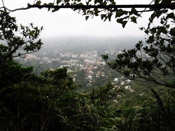 下切途中看金瓜石山城