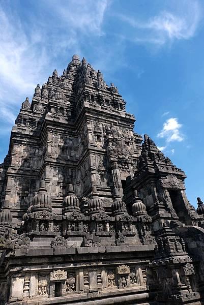 仰望普蘭巴南濕婆廟建築