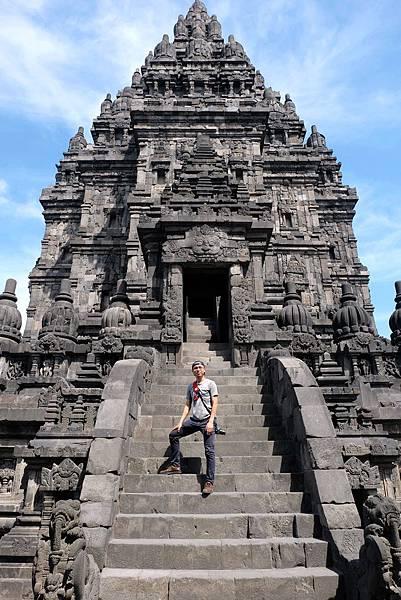 登普蘭巴南濕婆廟留影