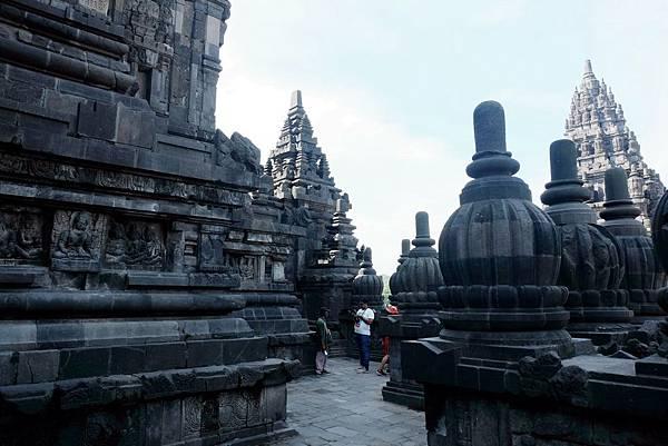 遊走濕婆廟迴廊