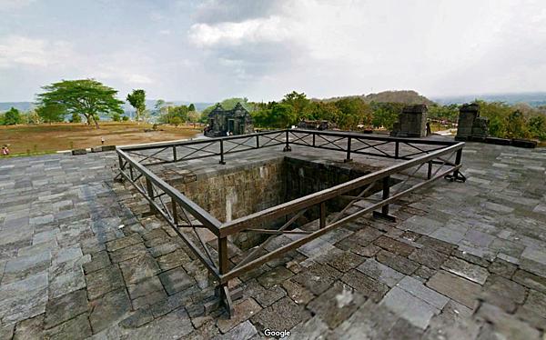 Candi Pembakaran(火葬場廟)方洞