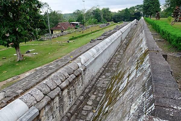 Paseban(覲見區)旁區隔內宮與外院的城牆