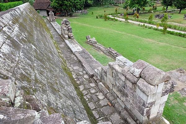 Paseban(覲見區)旁的城牆遺跡