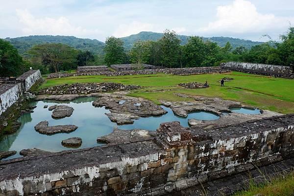 圍牆南邊的Pemandian(水池)