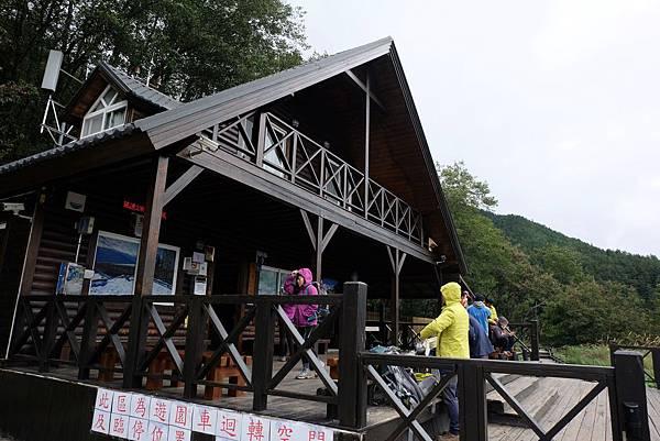 雪山登山口服務站小木屋