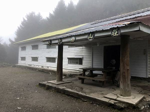 七卡山莊(2km,H2463m)