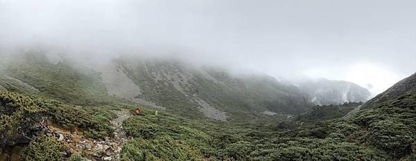 俯瞰雪山一號圈谷