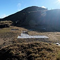 雪山東峰下的直升機停機坪