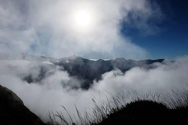 雪山東峰遙望中央尖山方向