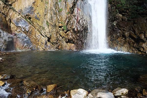 雲龍瀑布上層水落的水潭