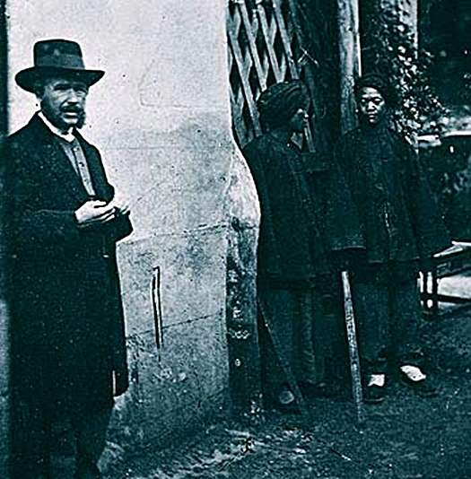 John Thomson(1837~1921)(左側)