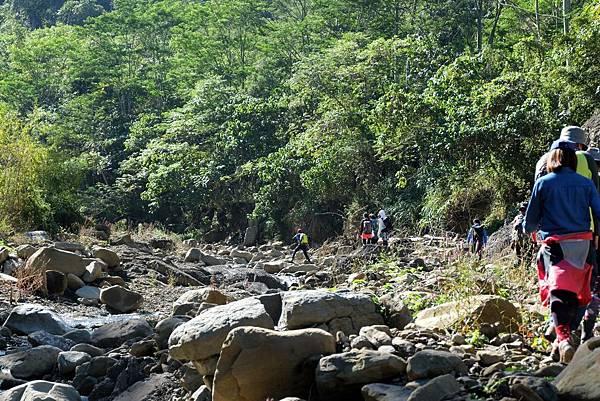 鹽桑坑溪溯溪一景