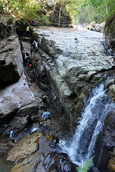 俯瞰上攀瀑布之路