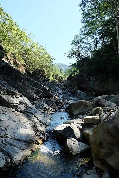 鹽桑坑溪上游河谷風景