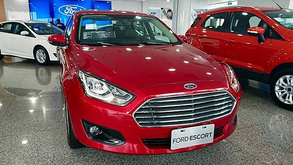 THE ALL-NEW FORD ESCORT車頭