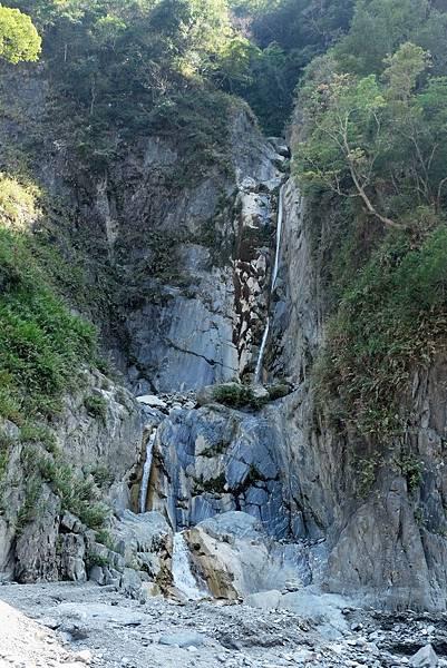 遇「哈尤溪三疊彩黃瀑布」