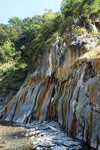 「彩條岩壁」側面