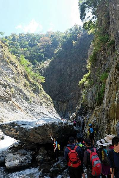 峽谷溯溪巨石