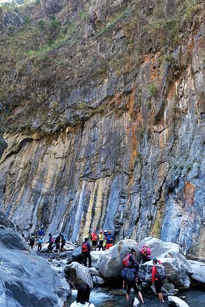 「峽谷彩壁」彷彿大自然畫布