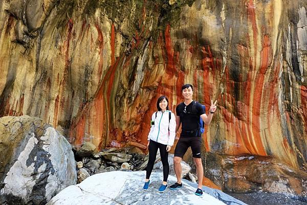 哈尤溪溫泉「七彩岩壁」留影
