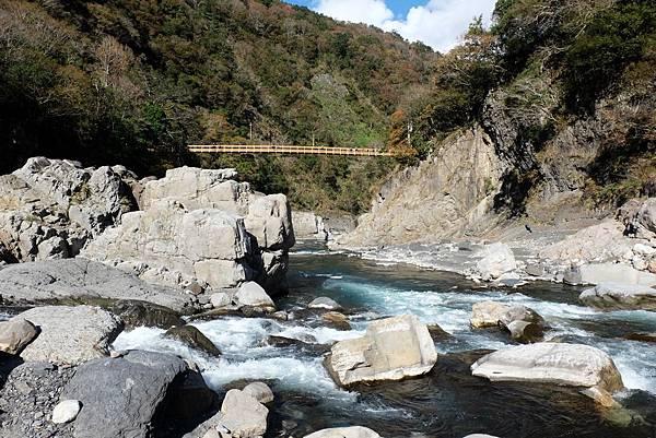 秀巒野溪溫泉往玉峰溪下游