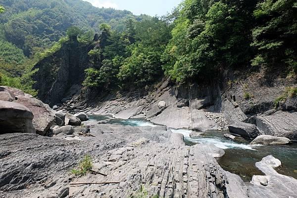 泰崗溪谷河床風景