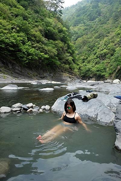 泰崗野溪溫泉泡湯