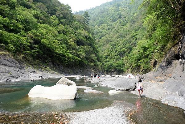 泰崗野溪溫泉風景