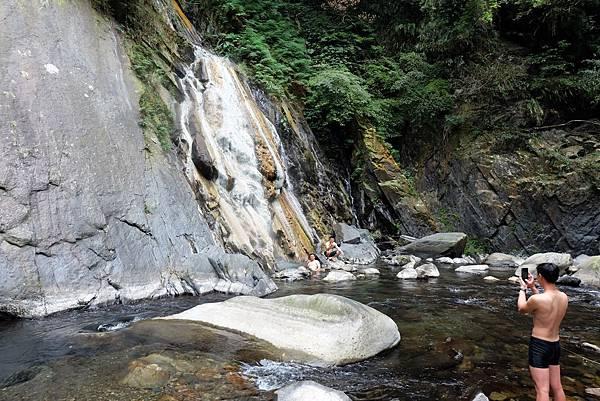 降落三光溪河床看四陵野溪溫泉