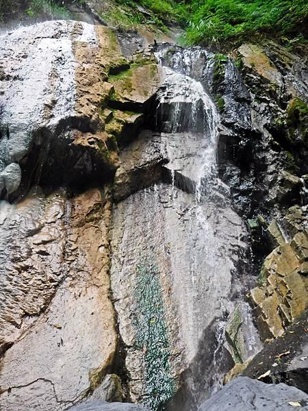 四陵野溪溫泉彩壁條紋