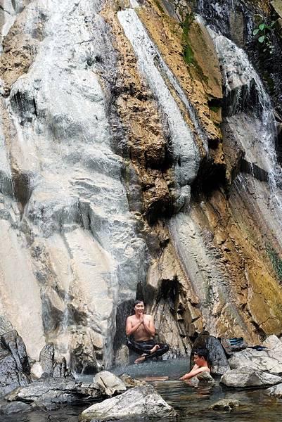 四陵野溪溫泉瀑布淋浴