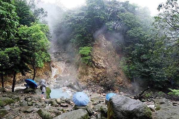 溫泉蒸氣飄渺山林