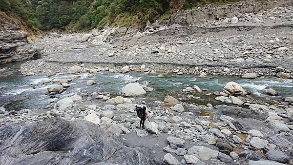抵達大崙溪河床營地(6.8K,約H565m)