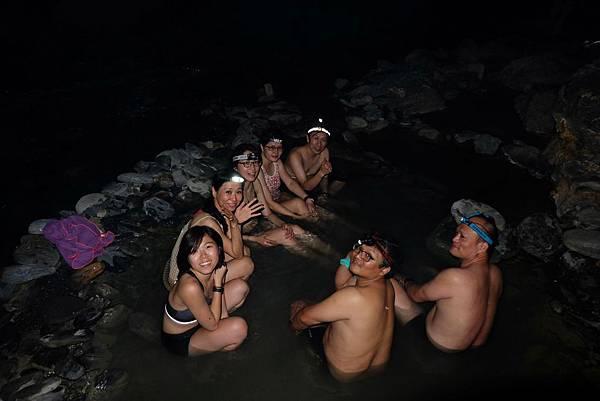 夜晚野溪泡湯體驗