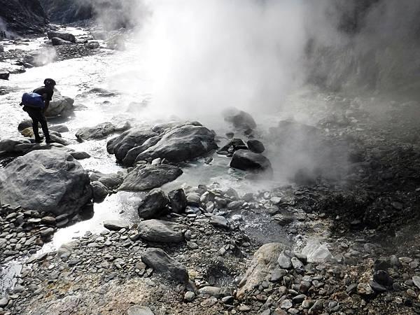 觀察「轆轆溫泉超級露頭」噴煙現象
