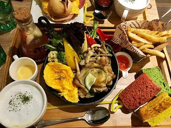 鐵鍋佛卡夏嫩煎雞腿排Brunch升級套餐($230+50)