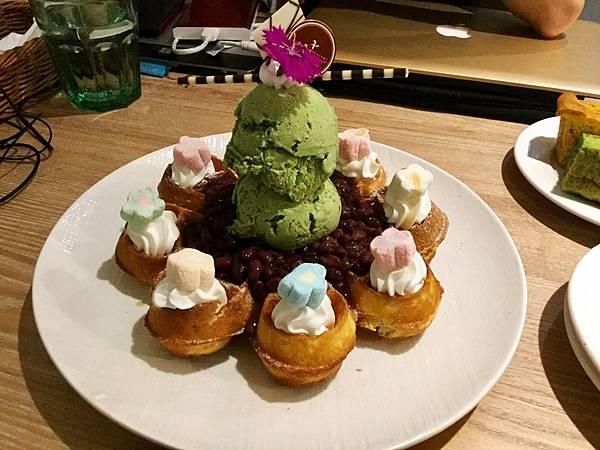 抹茶紅豆花辦鬆餅($150)