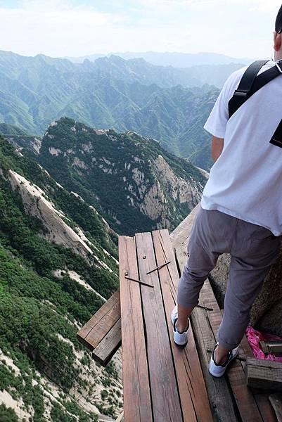 長空棧道木棧道俯瞰視角