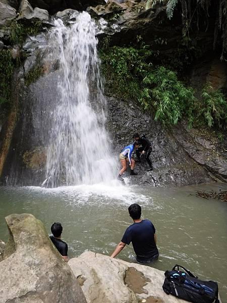 「雙層瀑布」水潭