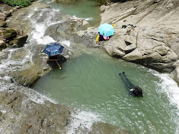 俯視「雙浴缸池」下層