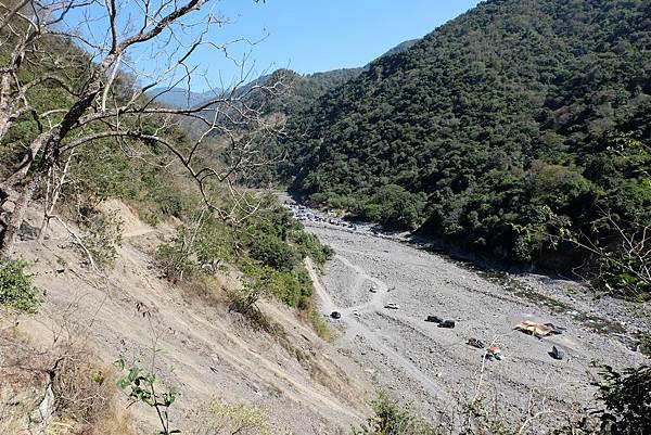 新路途中眺望溪坑野溪溫泉方向