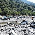 吉普車渡河對岸七坑溫泉