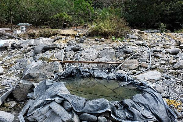 七坑搭建溫泉池
