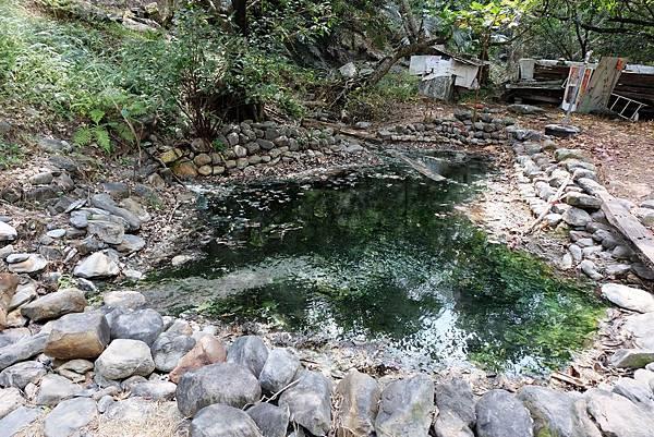 七坑野溪溫泉源頭廢棄溫泉池