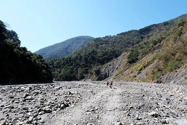 河床乾地馬路