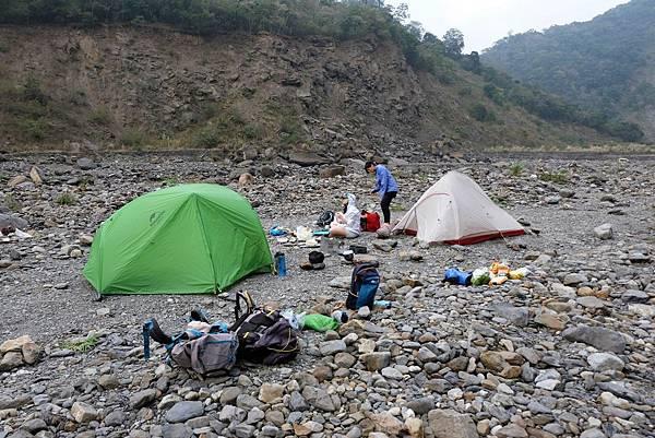 十坑野溪溫泉營地搭帳篷