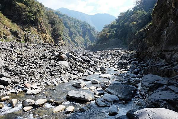 上溯寶來溪河床風景
