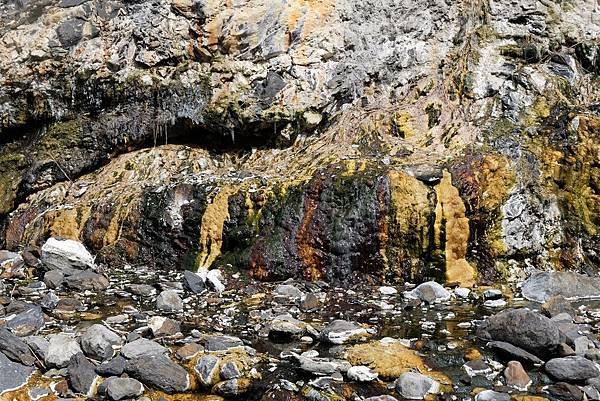 十三坑野溪溫泉彩壁