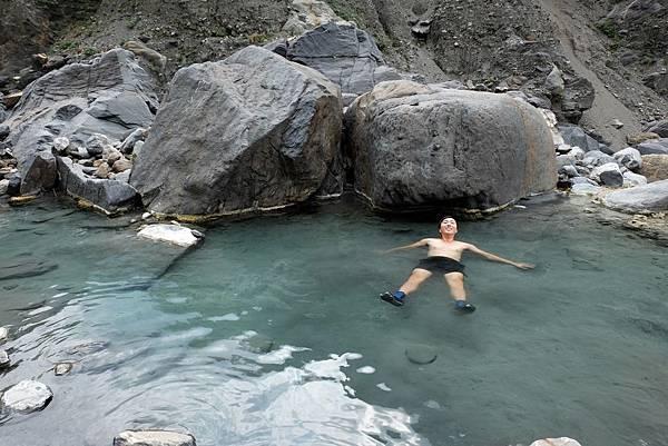 十三坑野溪溫泉最大溫泉池留影