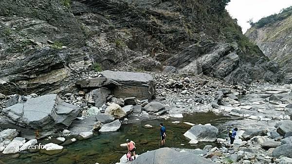 十三坑野溪溫泉河岸風景